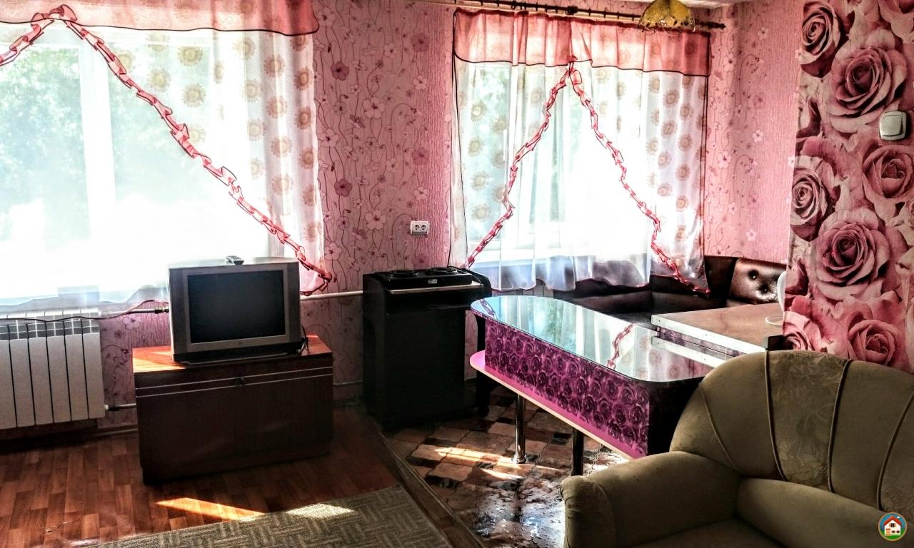 Недорогая квартира посуточно в центре Братска, р-н автостанции.