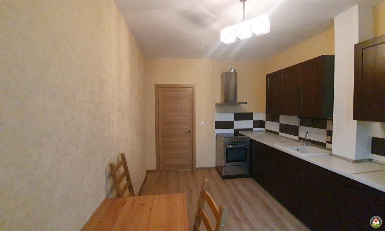 Сдаётся очень уютная однокомнатная квартира площадью 44 кв.м по адресу Фрунзе, 49/2, новая, на длительный срок.